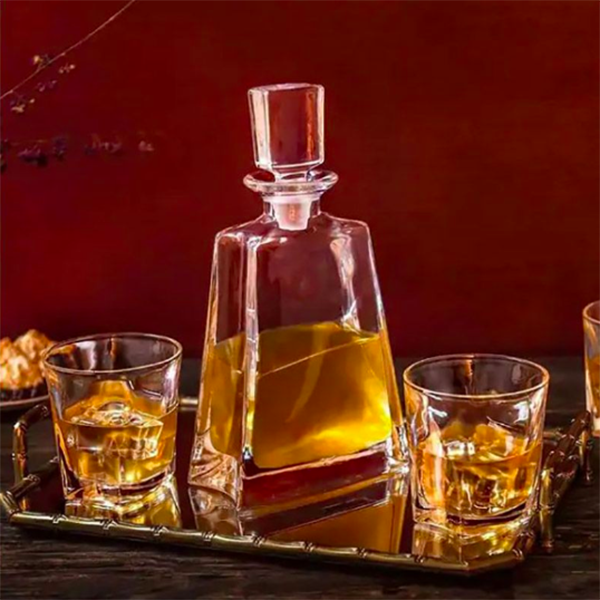 Luna Whiskey Decanter Set with Four Glasses